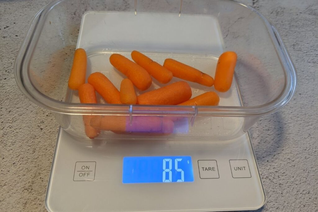 container with 85 grams of carrots