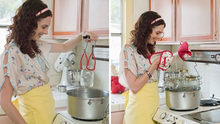 Mason-Jar-And-Lid-In-Boiling-Water-1